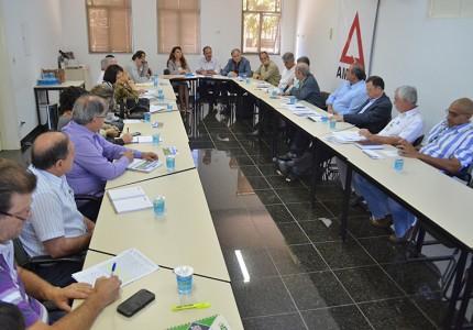 Reunião trata sobre a saúde regional na Amvap. Foto: Luiz Otavio Petri
