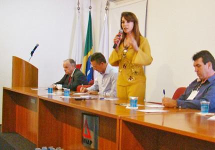 Pres. da Amvap e prefeita de Capinópolis - Dinair Isaac, discursa na aberto do Encontro Prefeitos Eleitos. Foto: Clayton Pontes.