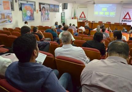 Secretária Executiva do CIDES apresenta o consórcio aos novos gestores. Foto: Luiz Otavio Petri